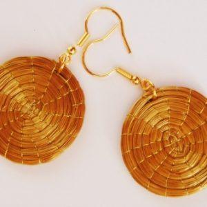 Brinco em capim dourado  Mandala