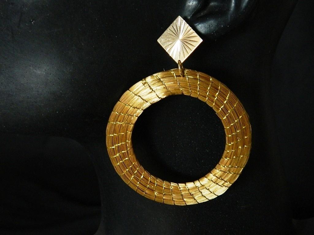 Brinco em capim dourado Modelo Argola