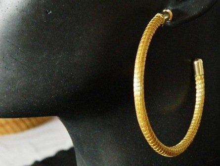 Brinco em capim dourado  Modelo Argola 6 cm