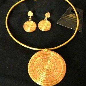 CJ18-Conjunto em capim dourado  Colar e Brinco com Mandalas