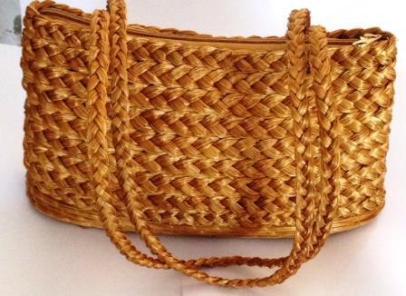 BO14-Bolsa em capim dourado  Trançada com Alça Dupla