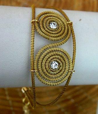 Pulseira em capim dourado  Modelo Caracol com Strass