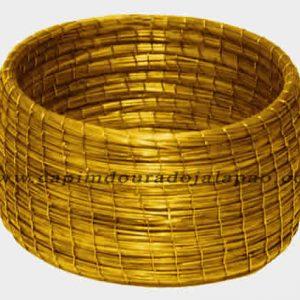 Pulseira Costurada com Fio Dourado