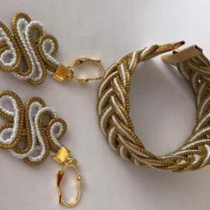 PB 16-Conjunto de Pulseira e brinco em capim dourado, com detalhe de fio branco